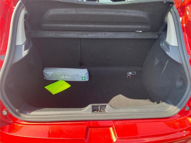 Photo 8 de l'offre de RENAULT CLIO IV TCE 90 à 11900€ chez Jacquet Automobiles