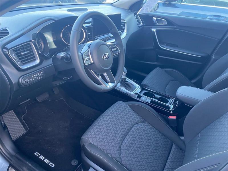 Photo 4 de l'offre de KIA CEED SW HYBRIDE RECHARGEABLE CEED SW 1.6 GDi 105 ch ISG/ Electrique 60.5ch DCT6 à 31900€ chez Jacquet Automobiles