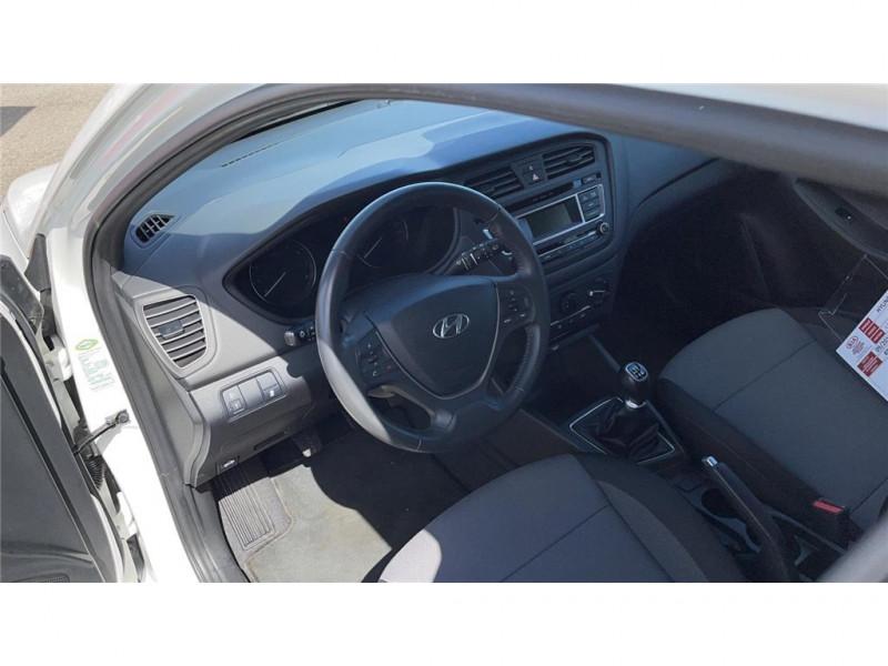 Photo 7 de l'offre de HYUNDAI i20 1.2 75 à 8900€ chez Jacquet Automobiles