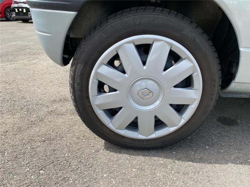 Photo 5 de l'offre de RENAULT TWINGO 1.2I à 3900€ chez Jacquet Automobiles