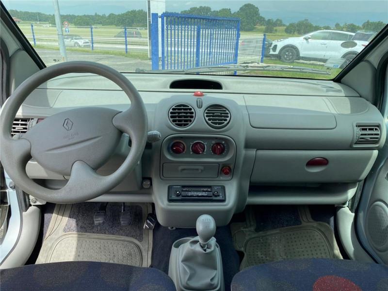 Photo 11 de l'offre de RENAULT TWINGO 1.2I à 3900€ chez Jacquet Automobiles