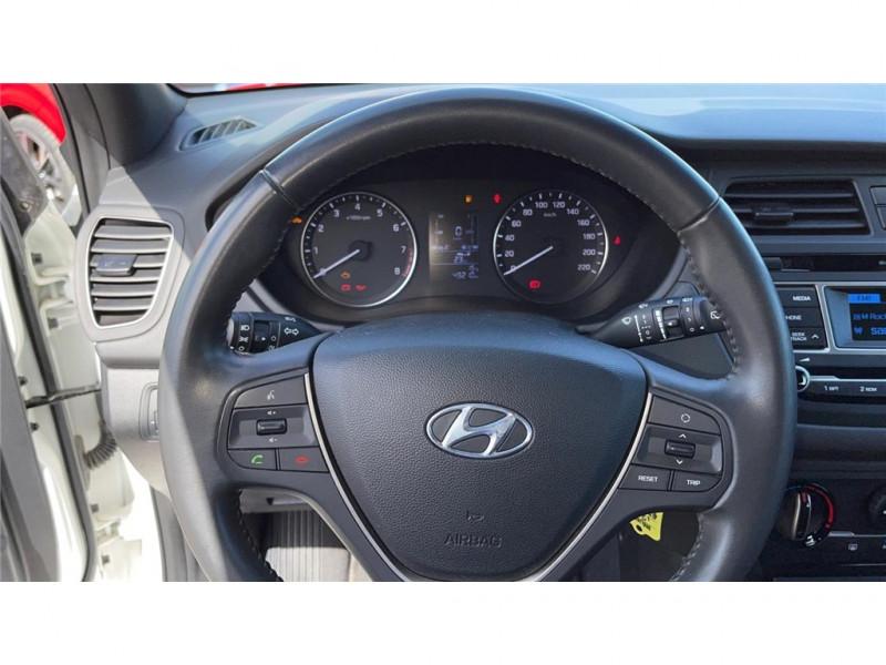 Photo 8 de l'offre de HYUNDAI i20 1.2 75 à 8900€ chez Jacquet Automobiles