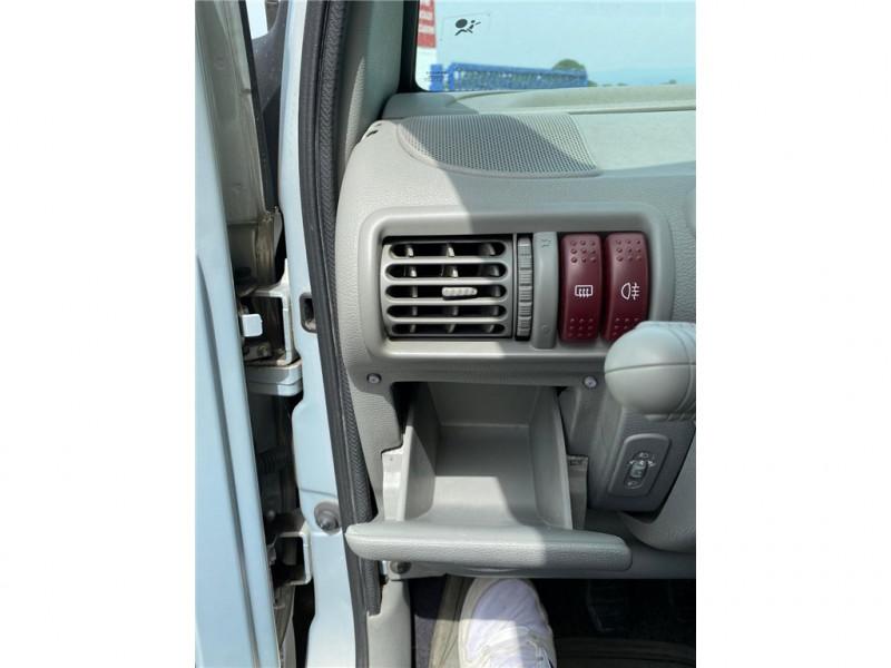 Photo 12 de l'offre de RENAULT TWINGO 1.2I à 3900€ chez Jacquet Automobiles