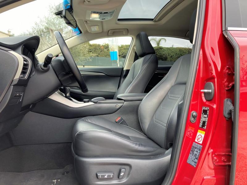 Photo 4 de l'offre de LEXUS NX 300H 4WD LUXE à 29900€ chez Villeneuve Auto