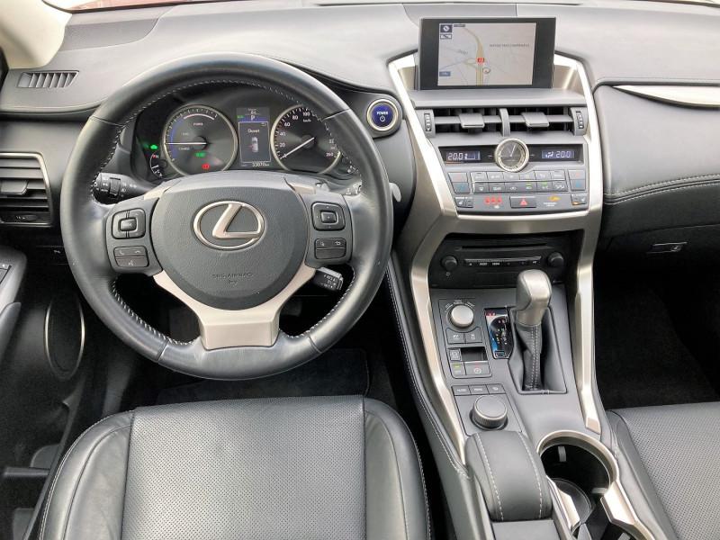 Photo 2 de l'offre de LEXUS NX 300H 4WD LUXE à 29900€ chez Villeneuve Auto