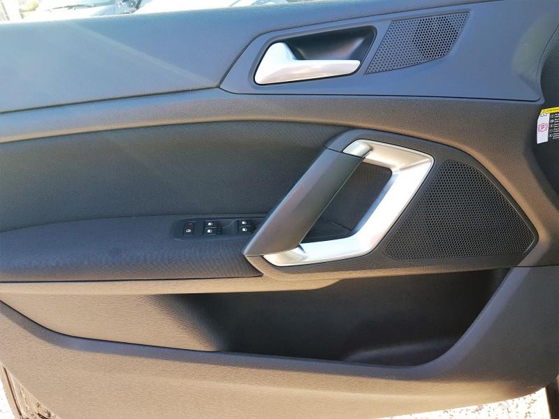 Photo 11 de l'offre de PEUGEOT 308 1.6 BLUEHDI 120CH ALLURE S&S 5P à 13900€ chez Villeneuve Auto