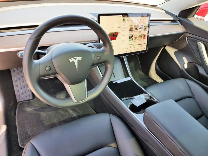 Photo 2 de l'offre de TESLA MODEL 3 PERFORMANCE DUAL MOTOR AWD à 50900€ chez Villeneuve Auto