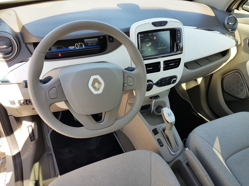 Photo 3 de l'offre de RENAULT ZOE ZEN CHARGE RAPIDE Q90 à 9900€ chez Villeneuve Auto