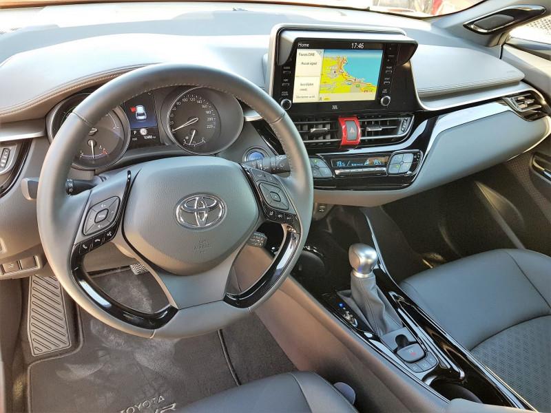 Photo 4 de l'offre de TOYOTA C-HR 184H PREMIERE 2WD E-CVT MC19 à 29900€ chez Villeneuve Auto