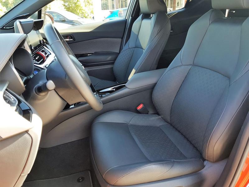 Photo 6 de l'offre de TOYOTA C-HR 184H PREMIERE 2WD E-CVT MC19 à 29900€ chez Villeneuve Auto