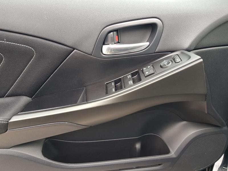 Photo 4 de l'offre de HONDA CIVIC 1.6 I-DTEC 120CH SPORT NAVI à 13470€ chez Villeneuve Auto