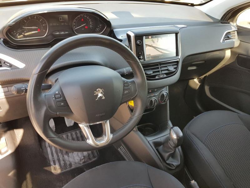 Photo 2 de l'offre de PEUGEOT 208 1.2 PURETECH 82CH STYLE 5P à 11700€ chez Villeneuve Auto