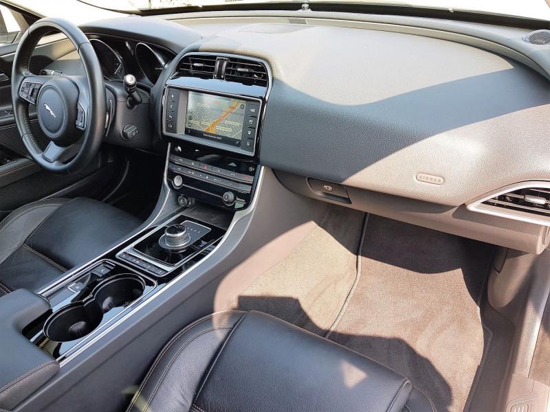 Photo 5 de l'offre de JAGUAR XE 2.0D 180CH PRESTIGE AWD BVA8 à 21900€ chez Villeneuve Auto