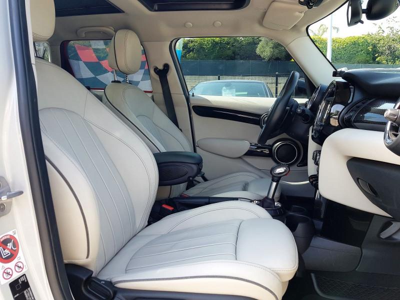 Photo 7 de l'offre de MINI MINI 5 PORTES COOPER S 192CH EXQUISITE II BVA à 22450€ chez Villeneuve Auto