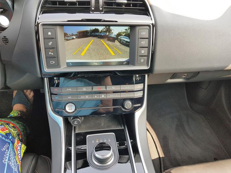Photo 11 de l'offre de JAGUAR XE 2.0D 180CH PRESTIGE AWD BVA8 à 21900€ chez Villeneuve Auto
