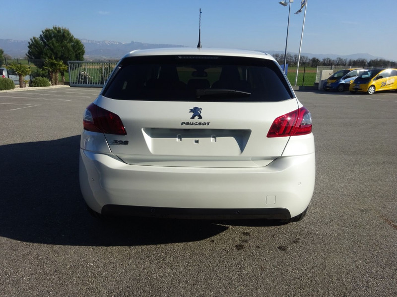 Photo 5 de l'offre de PEUGEOT 308 1.5 BLUEHDI 130CH S&S ALLURE PACK EAT8 à 23990€ chez 26 AUTO
