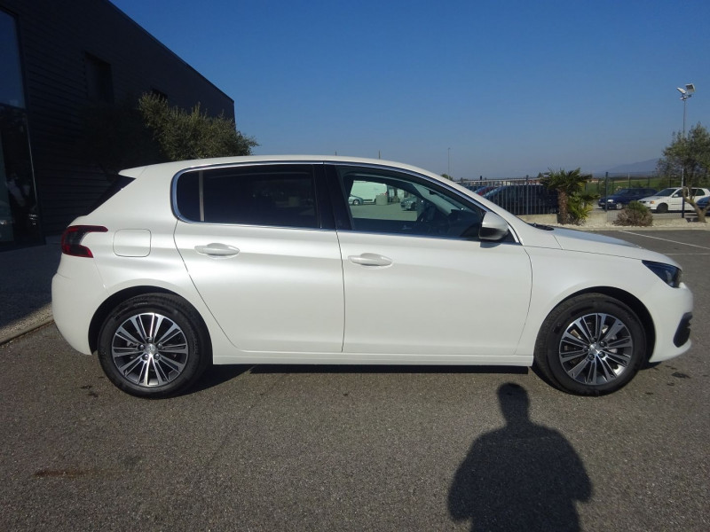 Photo 4 de l'offre de PEUGEOT 308 1.5 BLUEHDI 130CH S&S ALLURE PACK EAT8 à 23990€ chez 26 AUTO