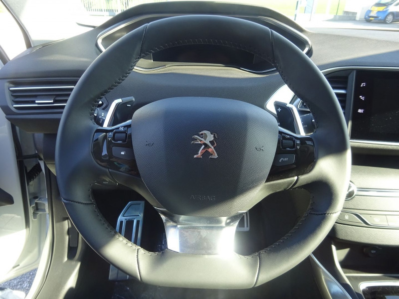 Photo 13 de l'offre de PEUGEOT 308 1.5 BLUEHDI 130CH S&S ALLURE PACK EAT8 à 23990€ chez 26 AUTO