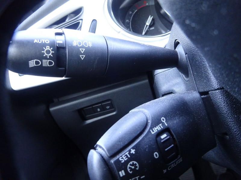 Photo 9 de l'offre de CITROEN DS3 1.6 E-HDI90 SO CHIC 4CV à 8990€ chez 26 AUTO