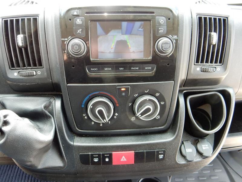 Photo 10 de l'offre de PEUGEOT BOXER FG 330 L1H1 2.0 BLUEHDI 110 PREMIUM PACK à 13490€ chez JML Auto