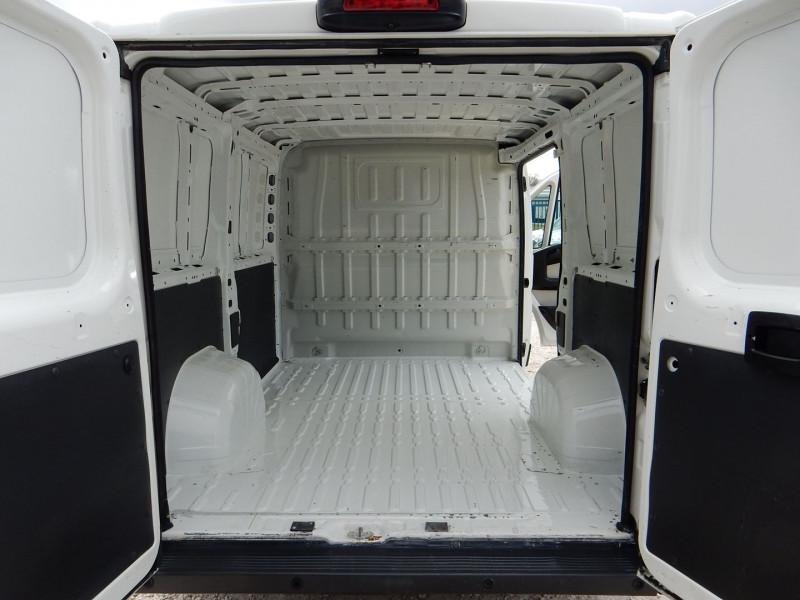 Photo 6 de l'offre de PEUGEOT BOXER FG 330 L1H1 2.0 BLUEHDI 110 PREMIUM PACK à 13490€ chez JML Auto