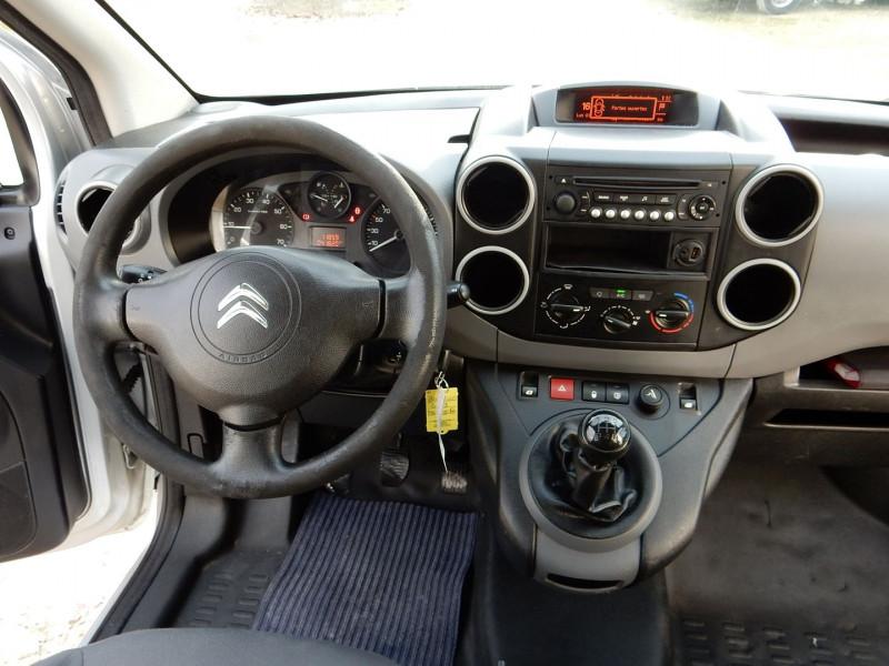 Photo 11 de l'offre de CITROEN BERLINGO 5 PLACES 1.6 HDI 90 L2  CABINE APPROFONDIE CONFORT à 12490€ chez JML Auto