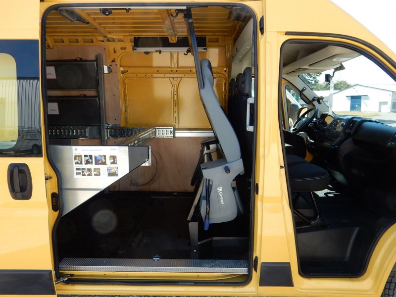 Photo 8 de l'offre de FIAT DUCATO HAYON ELEVATEUR 2.0 MULTIJET 16V 115CH PACK CABINE APPROFONDIE 7 PLACES à 18990€ chez JML Auto