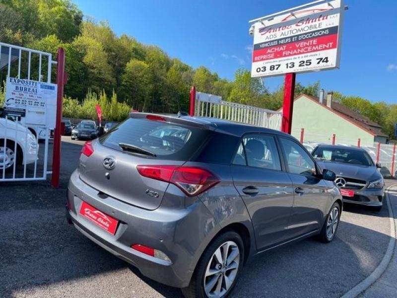 Photo 2 de l'offre de HYUNDAI I20 1.4 CRDI 90 INTUITIVE PLUS à 10970€ chez Autos Shala