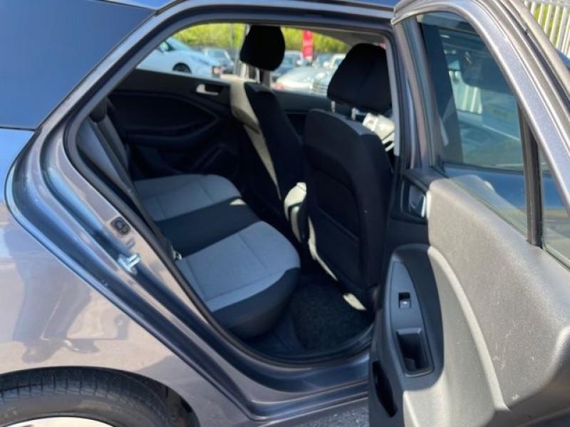 Photo 6 de l'offre de HYUNDAI I20 1.4 CRDI 90 INTUITIVE PLUS à 10970€ chez Autos Shala