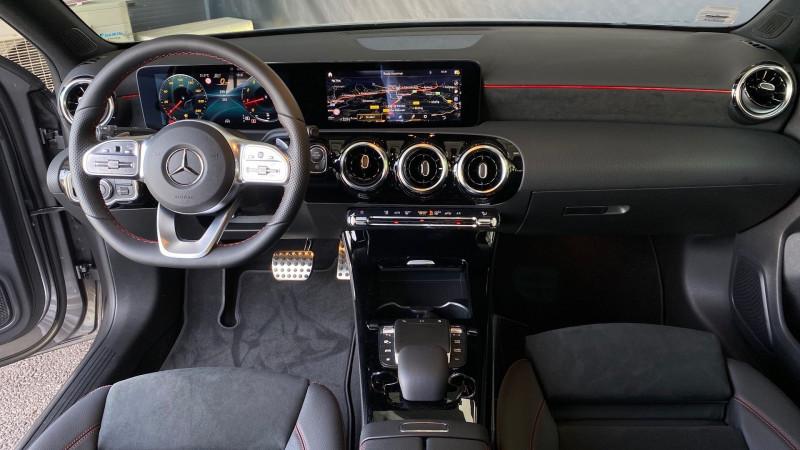 Photo 22 de l'offre de MERCEDES-BENZ CLASSE A BERLINE 180 136CH AMG LINE 7G-DCT 7CV à 37980€ chez Autos Shala