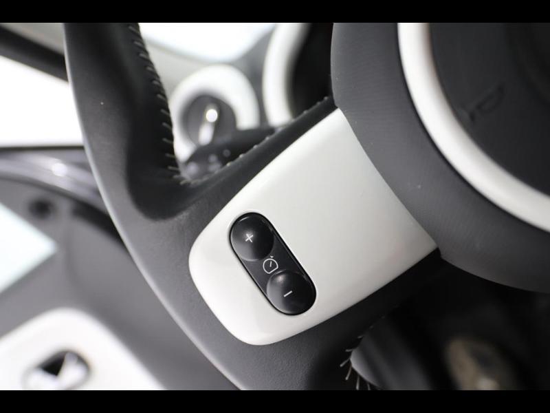 Photo 15 de l'offre de RENAULT Twingo 1.0 SCe 70ch Limited Euro6c à 9890€ chez Autovia Véhicules Multimarques