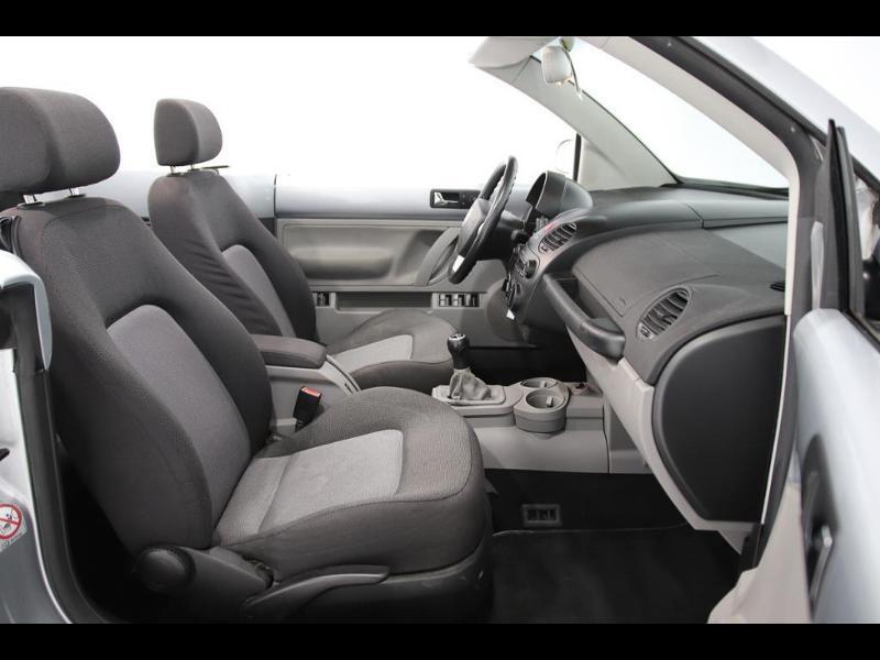 Photo 7 de l'offre de VOLKSWAGEN Beetle Cab 1.4 75ch à 7990€ chez Autovia Véhicules Multimarques