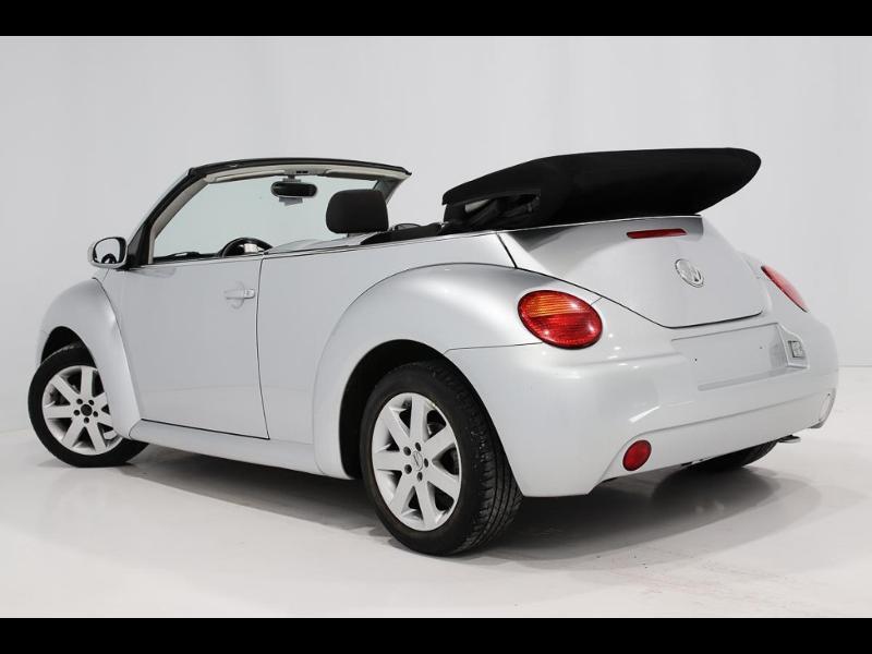 Photo 5 de l'offre de VOLKSWAGEN Beetle Cab 1.4 75ch à 7990€ chez Autovia Véhicules Multimarques