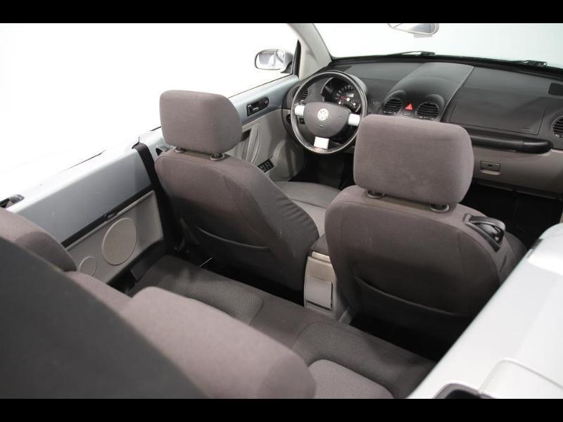 Photo 9 de l'offre de VOLKSWAGEN Beetle Cab 1.4 75ch à 7990€ chez Autovia Véhicules Multimarques