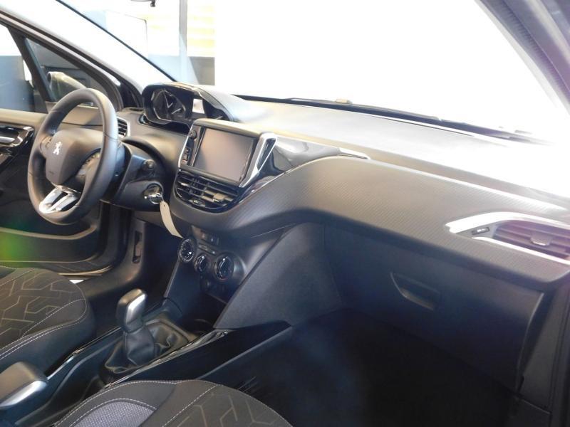 Photo 12 de l'offre de PEUGEOT 2008 1.2 PureTech 130ch E6.c GT Line S&S à 19990€ chez Autovia Véhicules Multimarques