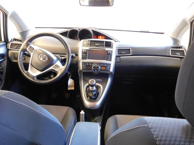 Photo 2 de l'offre de TOYOTA Verso 112 D-4D FAP Dynamic à 12990€ chez Autovia Véhicules Multimarques