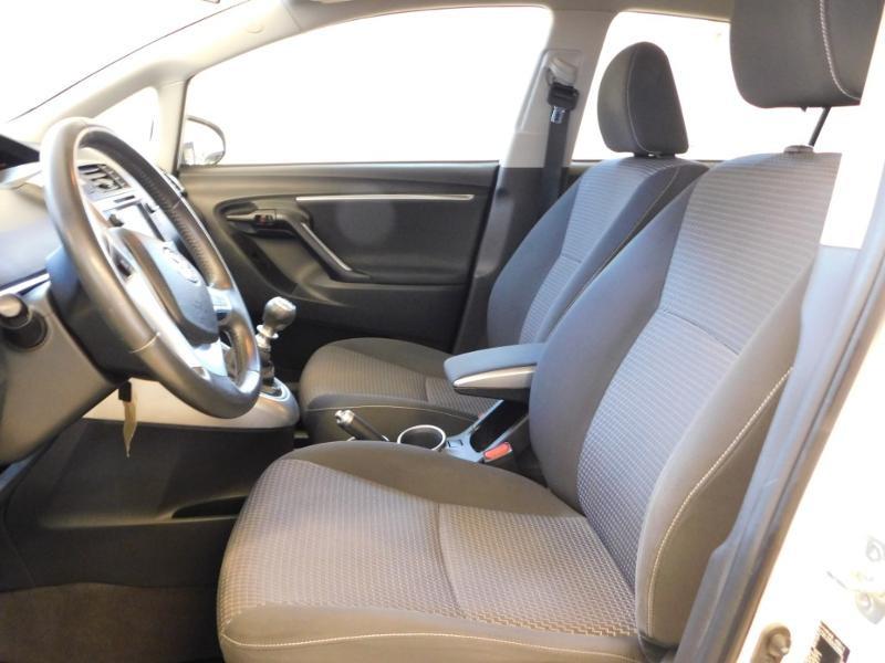 Photo 11 de l'offre de TOYOTA Verso 112 D-4D FAP Dynamic à 12990€ chez Autovia Véhicules Multimarques