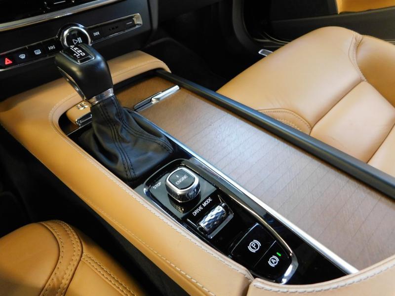 Photo 21 de l'offre de VOLVO V90 D4 190ch Inscription Geartronic à 31990€ chez Autovia Véhicules Multimarques