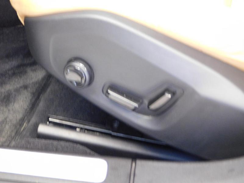 Photo 14 de l'offre de VOLVO V90 D4 190ch Inscription Geartronic à 31990€ chez Autovia Véhicules Multimarques