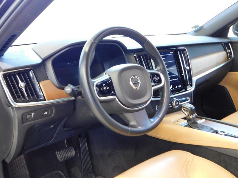 Photo 9 de l'offre de VOLVO V90 D4 190ch Inscription Geartronic à 31990€ chez Autovia Véhicules Multimarques