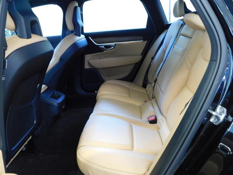 Photo 3 de l'offre de VOLVO V90 D4 190ch Inscription Geartronic à 31990€ chez Autovia Véhicules Multimarques