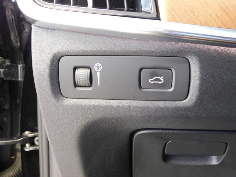 Photo 16 de l'offre de VOLVO V90 D4 190ch Inscription Geartronic à 31990€ chez Autovia Véhicules Multimarques