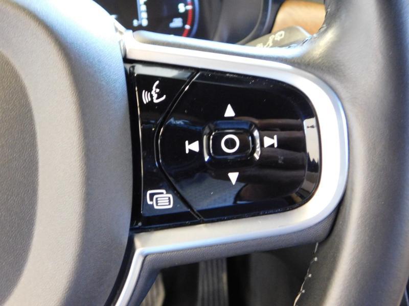 Photo 20 de l'offre de VOLVO V90 D4 190ch Inscription Geartronic à 31990€ chez Autovia Véhicules Multimarques
