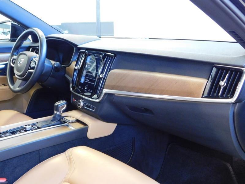Photo 10 de l'offre de VOLVO V90 D4 190ch Inscription Geartronic à 31990€ chez Autovia Véhicules Multimarques