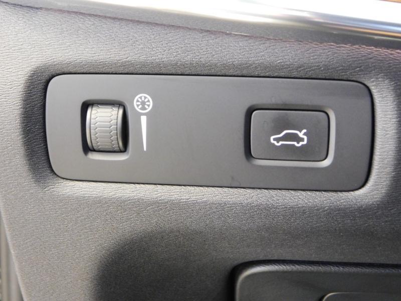 Photo 15 de l'offre de VOLVO V90 D4 190ch Inscription Geartronic à 31990€ chez Autovia Véhicules Multimarques