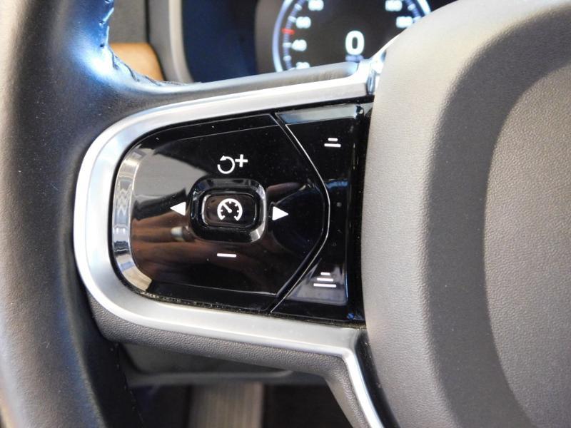 Photo 19 de l'offre de VOLVO V90 D4 190ch Inscription Geartronic à 31990€ chez Autovia Véhicules Multimarques