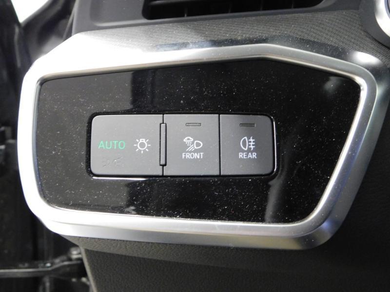 Photo 16 de l'offre de AUDI A6 Avant 40 TDI 204ch S line S tronic 7 126g à 47900€ chez Autovia Véhicules Multimarques