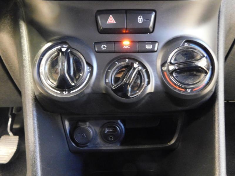 Photo 20 de l'offre de PEUGEOT 2008 1.2 PureTech 82ch Style à 12890€ chez Autovia Véhicules Multimarques