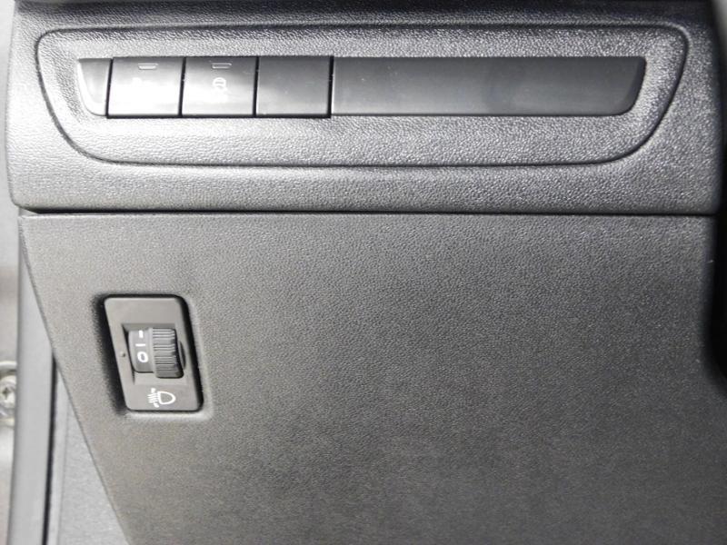 Photo 15 de l'offre de PEUGEOT 2008 1.2 PureTech 82ch Style à 12890€ chez Autovia Véhicules Multimarques