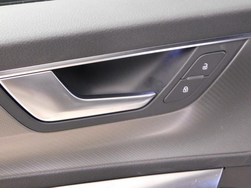 Photo 15 de l'offre de AUDI A6 Avant 40 TDI 204ch S line S tronic 7 126g à 46990€ chez Autovia Véhicules Multimarques